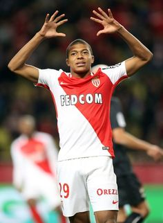 Monaco's French forward Kylian Mbappe Lottin reacts during the French L1 football match between Monaco (ASM) and Caen (SMC) on December 21, 2016 at the Louis II Stadium in Monaco. / AFP / VALERY HACHE