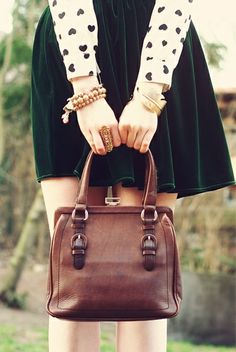 wearing your heart on your sleeves :) Vintage Hipster, Velvet Skirt, Autumn Winter Fashion, Winter Style, Michael Kors Hamilton, Who What Wear, Playing Dress Up, Pretty Outfits, Leggings Are Not Pants