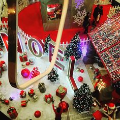 #iphone6 #rosnysousbois  #rosny  #centrecommercial  #unexpectedshopping  #noel #christmas #fetes #illuminations #illumination #red #rouge #france #paris #french #dimanche #iphone6s #iphone #interieur #lghts #david #dc #rouge #weihnachten #weihnachtsmarkt