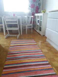 Räsymatto pinkki valkoinen turkoosi ruskea musta keltainen englannin laku keittiön matto raidallinen iloinen pirteä ihana kirjava diy tsi