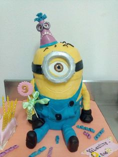 minion cake by Mona Art Gateaux