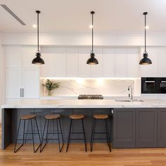 Gold Kitchen, Modern Kitchen Island, Modern Kitchen Design, Interior Design Kitchen, New Kitchen, Kitchen With Long Island, Contemporary Kitchens With Islands, Contemporary Kitchen Renovation, Kitchen Island Bench
