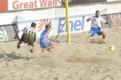 #BeachSoccer: #Ramacciotti vs #Bosco, un duello senza esclusione di colpi