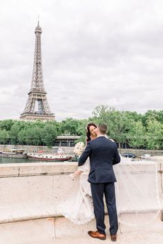 Intimate wedding in Paris Eiffel, Paris Photos, Louvre, Paris Photography, Wedding Photography, Photoshoot, Great Places, Got Married, Big Day