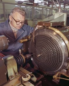 Machining a Space Shuttle Main Engine injector, 1977 - retro pin Aerospace Engineering, Mechanical Engineering, Mechanical Design, Machine Cnc, Rocket Engine, Jet Engine, Nasa Space Program, Machinist Tools, Woodworking Projects