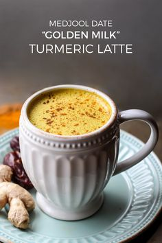 Medjool Date Golden Milk Turmeric Latte E A Fit Mitten Kitchen - This Medjool Date Golden Milk Turmeric Latte Will Be Your Favorite Cozy Coffee Caffeine Free Drink Vegan Paleo And Its Even Whole Friendly I Swear If I Consume Any More Yello Iftar, Whole 30 Drinks, Healthy Drinks, Healthy Recipes, Healthy Food, Healthy Weight, Turmeric Tea, Tumeric Latte, Keto