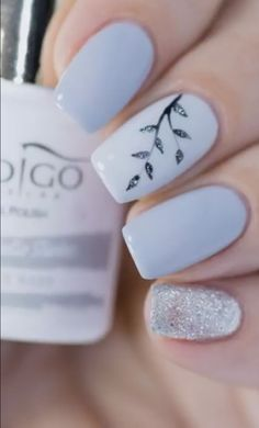 Easy Gel Nail Art - Sparkly Silver Leaves - Unhas decoradas com flor, folha, azul bebê e glitter. Stylish Nails, Trendy Nails, Cute Acrylic Nails, Fun Nails, Diy Ongles, Gel Nail Art Designs, Short Nail Designs, Perfect Nails, Gorgeous Nails
