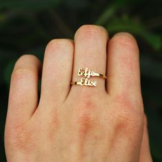 Diy Jewelry Rings, Jewelry Design Earrings, Gold Earrings Designs, Gold Jewellery Design, Jewelry Closet, Gold Finger Rings, Gold Mangalsutra Designs, Gold Ring Designs, Couple Rings