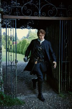 Sam Heughan Pictures on Outlander | POPSUGAR Entertainment Photo 14