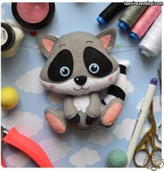 *FELT ART ~ Cute raccoon in felt with molds . I hope you like it. Credits in the pictures . Felt Diy, Felt Crafts, Fabric Crafts, Diy And Crafts, Felt Mobile, Baby Mobile, Felt Patterns, Stuffed Toys Patterns, Felt Christmas
