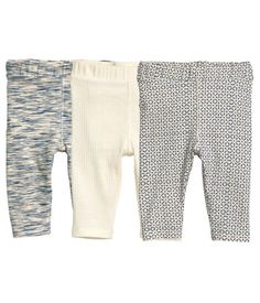 24.99 BABY EXCLUSIVE/CONSCIOUS. Leggings in soft organic cotton jersey with an elasticized waistband. Two patterned pairs and one pair in ribbed jersey.