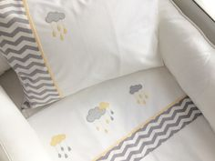 The crib bedding set has: 01 elastic sheet for … - Interior Design Patchwork Table Runner, Patchwork Blanket, Patchwork Baby, Baby Applique, Baby Embroidery, Quilt Baby, Kids Bed Linen, Cushion Cover Pattern, Decoration Bedroom