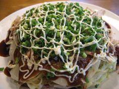 広島出身者のお墨付き!フライパンひとつで作る失敗なしの「なんちゃって広島風お好み焼き」