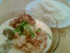 Zahra means cauliflower and Bi Laban means in yogurt. It is a delicious traditional dish that can be found in Palestine, Lebanon, Syria, and Jordan. Middle Eastern Dishes, Middle Eastern Recipes, Palestinian Food, Arabian Food, Ramadan Recipes, Yogurt Sauce, Mediterranean Recipes, Love Food, Arabesque