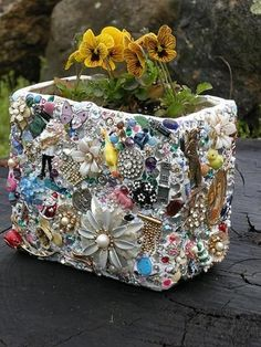 DIY Mosaic Planter With Found Objects - toys, broken jewelry, beads  #recycle