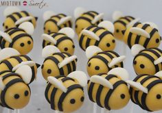 LilSugar's 20 Adorable Baby Shower Cake Pops | ediTORIal by Tori Spelling