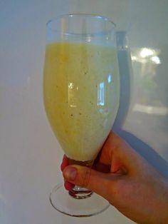 Ruokapankki: Hedelmäsmoothie White Wine, Wine Glass, Smoothies, Alcoholic Drinks, Baking, Tableware, Food, Smoothie, Dinnerware