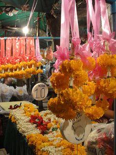 Il mercato dei fiori notturno di Bangkok
