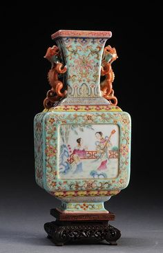 FAMILLE ROSE PORCELAIN FACETTED VASE WITH CHILONG HANDLES.