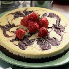"@i_post_food_'s photo: ""Cake!!!! #cake #strawberry #chocolate #yummy #delicious #food #foods #foodpwn #foodsex #foodporn #foodinstagram"""