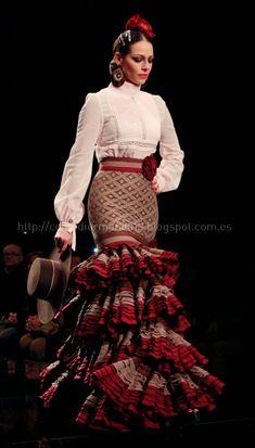 Spanish Dress Flamenco, Flamenco Skirt, Mode Unique, Flamenco Costume, Modest Fashion, Fashion Outfits, Mexican Fashion, Fashion Sketches, Traditional Dresses