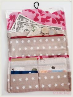 Knit and Love : Homemade wallet Diy Sewing Projects, Sewing Hacks, Sewing Tutorials, Sewing Crafts, Sewing Patterns, Clutch Pattern, Wallet Pattern, Fabric Wallet, Fabric Purses