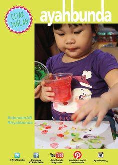 """Saatnya mengajak si kecil jadi lebih kreatif dengan #idemainAB """"CETAK TANGAN"""" seperti di foto ini. Yang #ayah dan #bunda butuhkan hanya tepung maizena, pewarna makanan, gula, garam, dan cup.  Ajak #balita Anda mengenal tekstur lembut di tangannya dan juga aneka warna. Pilih warna-warna yang cerah untuk menarik perhatian anak.  Note : #anak akan mengenal banyak aneka warna. Kegiatan ini juga merangsang motorik halus, dan kreativitasnya."""