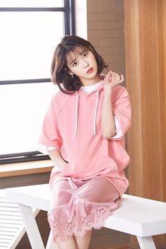 elebrity addresses free for Fan mail ccontacting celebrities and receiving free celebrity autographs and photos in the mail! Iu Short Hair, Short Hair Styles, Iu Fashion, Korean Fashion, Kpop Girl Groups, Kpop Girls, Korean Celebrities, Celebs, Girl Korea