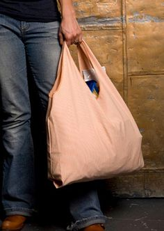 This is a lot like the one I carry. ----------------------------------------------------------------Reusable Grocery Bag Charlie Bag