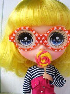 Candy-eyed with candy (-: Funny Glasses Blythe by Bjd Doll, Blythe Dolls, Doll Toys, Pretty Dolls, Cute Dolls, Beautiful Dolls, Kawaii, Barbie, Valley Of The Dolls