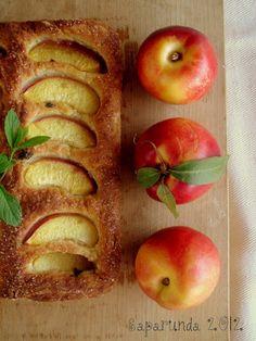 Saparunda's kitchen: Focaccia dolce con pesche e menta