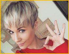 When growing your hair out, the dreaded awkward stage can drive some serious anxiety. Find out how I avoided awkward when I grew my pixie cut out. hair growing out How to Grow out a Pixie Cut in 9 Simple Steps - Pixie Cut Stages Growing Out Pixie Cut, Growing Out Short Hair Styles, Grown Out Pixie, Pixie Cut Styles, Growing Your Hair Out, How To Cut Your Own Hair, Grow Out, Short Hair Cuts, Long Hair Styles