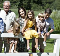 24 July 2014 Members of the Danish Royal Family posed for the media at the annual photo session at Grasten Slot Princess Josephine Of Denmark, Princess Estelle, Crown Princess Mary, Family Photo Sessions, Family Posing, Royal Video, Denmark Royal Family, Queen Margrethe Ii, Danish Royalty