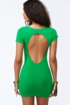 I love these open back dresses but what happens when you NEED to wear a bra?!