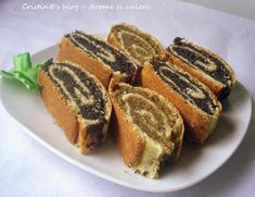 Reteta culinara Baigli cu mac si nuca din categoria Prajituri. Cum sa faci Baigli cu mac si nuca Romanian Desserts, Romanian Food, Romanian Recipes, Strudel, My Recipes, Favorite Recipes, Good Food, Yummy Food, Cakes And More