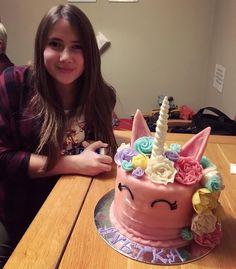Když dort na 13.narozeniny, tak jedině jednorožcový✨✨ ✨✨ #rodinnaoslava #jednorozec #birthdaycake #13 #unicorncake #ibelieveinunicorns
