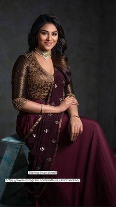 Indian Gowns Dresses, Indian Fashion Dresses, Indian Designer Outfits, Designer Dresses, Saree Blouse Neck Designs, Bridal Blouse Designs, Saree Wearing Styles, Modern Saree, Lehenga