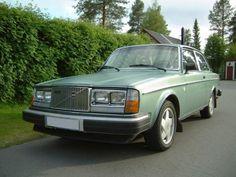 https://flic.kr/p/dwfEzo | Volvo 262 GL 1976 green | A rare car in a nice green…