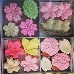 Kauniita makeisia työpaikan kahvipöydällä  Taisivat olla @m.a.r.i.k.a.n tuliaisia?   #karkit #makeiset #herkkuja #tuliaisia #japanise #candies #candy