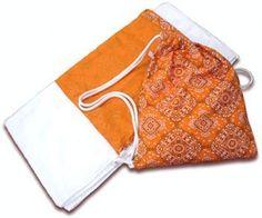 Aprenda aqui como fazer uma bolsa de praia que vira toalha! Isso mesmo! Prática, bonita e moderna, a este adereço é uma novidade que está tomando conta das praias e clubes em todo o Brasil.