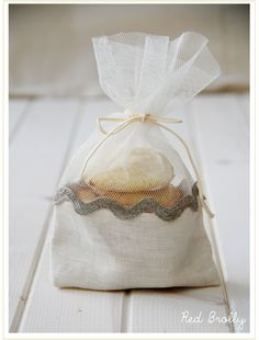 So something Stacy Freeman would make. DIY: cookie gift bag