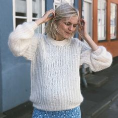 Find garn og opskrift hos www. Easy Sweater Knitting Patterns, Knitting Kits, Knitting Stitches, Hand Knitting, Google Drive, Bind Off, Circular Needles, Pullover, Knit Fashion