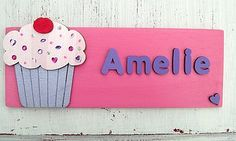 cupcake on bright pink plaque Door Plaques, Name Plaques, Wooden Door Signs, Wooden Doors, Childrens Gifts, Child Love, Bright Pink, Creative Business, Personalized Gifts