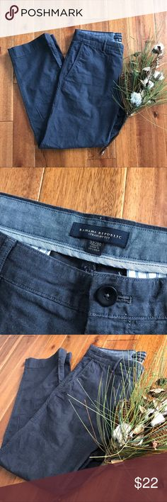 Banana Republic straight fit dress pants 32/30 EUC These straight fit dark gray dress pants from Banana Republic are a great addition to any working professional's closet. This item is in EUC with no rips, stains, or holes. Bundle with other items in my closet for the best deal! Banana Republic Pants Chinos & Khakis