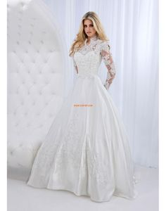 Wedding Dress Photos - Find the perfect wedding dress pictures and wedding gown photos at WeddingWire. Browse through thousands of photos of wedding dresses. Arabic Wedding Dresses, Modest Wedding Gowns, Affordable Wedding Dresses, Wedding Dresses Photos, Wedding Dresses For Sale, Wedding Dress Sleeves, Lace Wedding, Dream Wedding, Bridal Gown Styles