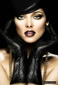 Glam example of contour & highlights doing its job.  Gorgeous oxblood lip.  #make-up