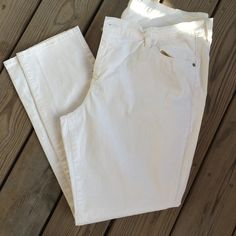 Just In Sweetheart White Skinnies These are relatively new, worn twice for a couple hours each time.  They aren't white white kind of off white.  Nice stretch for a comfortable fit.  Always open to offers using the offer button and I love to bundle Old Navy Jeans Skinny
