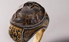 魔法の指輪「宝石に閉じ込められた都市」 セヴァン・ヴィチャクチ (http://www.sevanbicakci.com/anasayfa.php)
