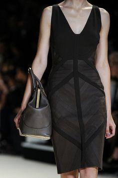 Elie Saab - Spring 2013 LBD with Black bag too. Paris Fashion, High Fashion, Womens Fashion, Fashion Trends, Fashion Details, Fashion Inspiration, Lbd, Elie Saab Couture, Dress Up