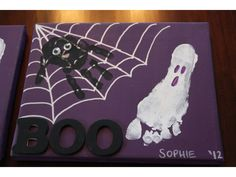 Good idea for kids Halloween decoration and a way to track their growth over the years. halloween crafts for kids Pied Halloween, Diy Halloween Spider, Halloween Bebes, Theme Halloween, Halloween Decorations For Kids, Halloween Canvas, Holidays Halloween, Halloween Prints, Halloween Projects For Toddlers